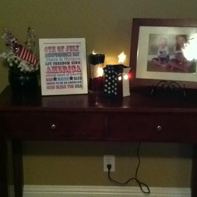 My 4th of July entry table decor