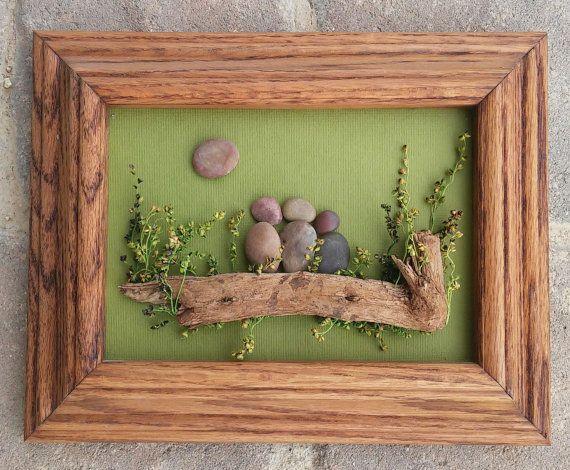 Arte de piedra / roca arte familia de tres, o hermanos, primos ...