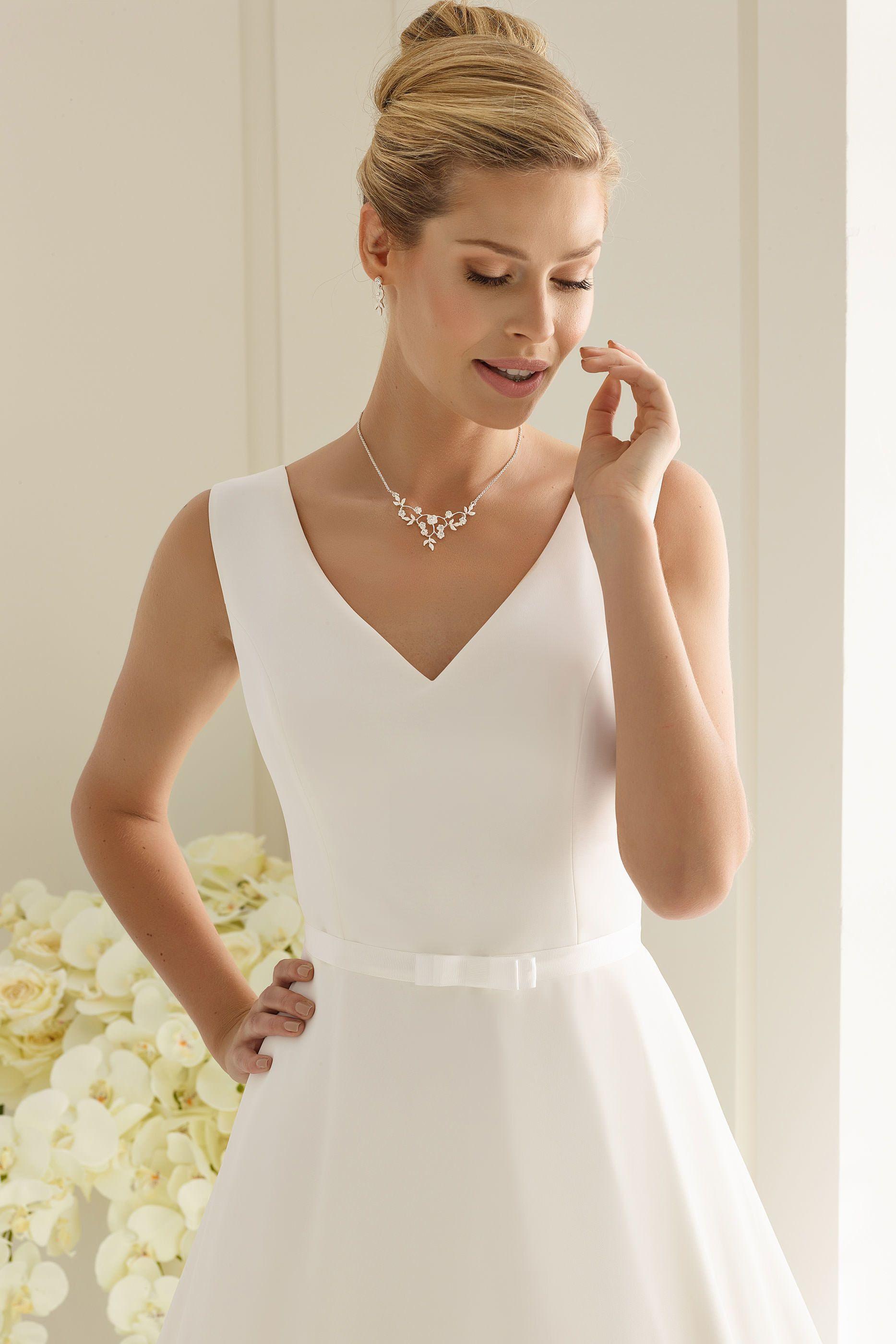 Schlichtes Brautkleid fürs Standesamt in 17  Brautkleid