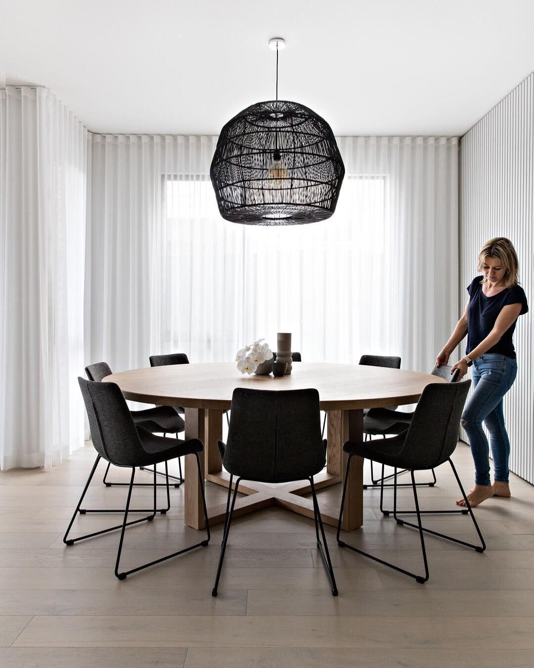 """Photo of Diseño, estilo + Reno Consejos en Instagram: """"• Comedor Scandi • ¡Esta tiene que ser mi habitación favorita en la casa! Custom La mesa de comedor Custom Orbit de roble de 2m de @thewoodroom es un … """""""