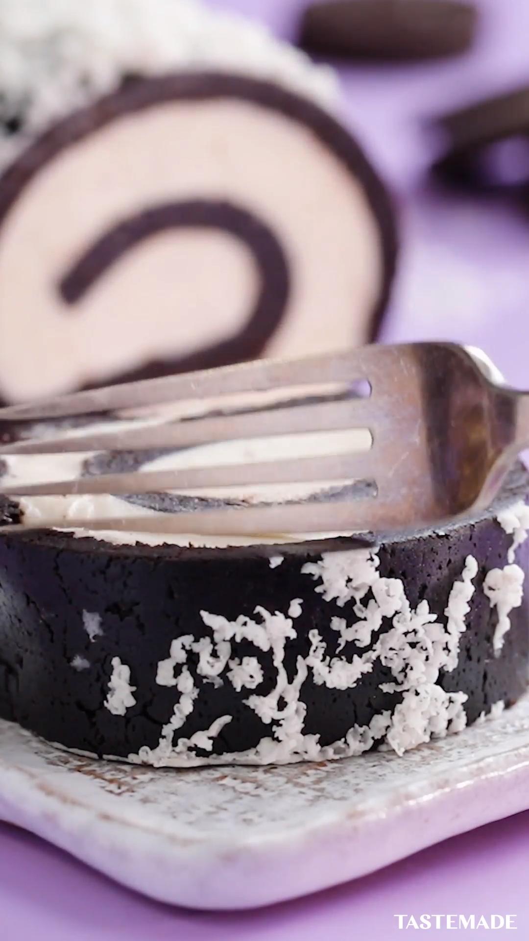 Oreo Roll Cake