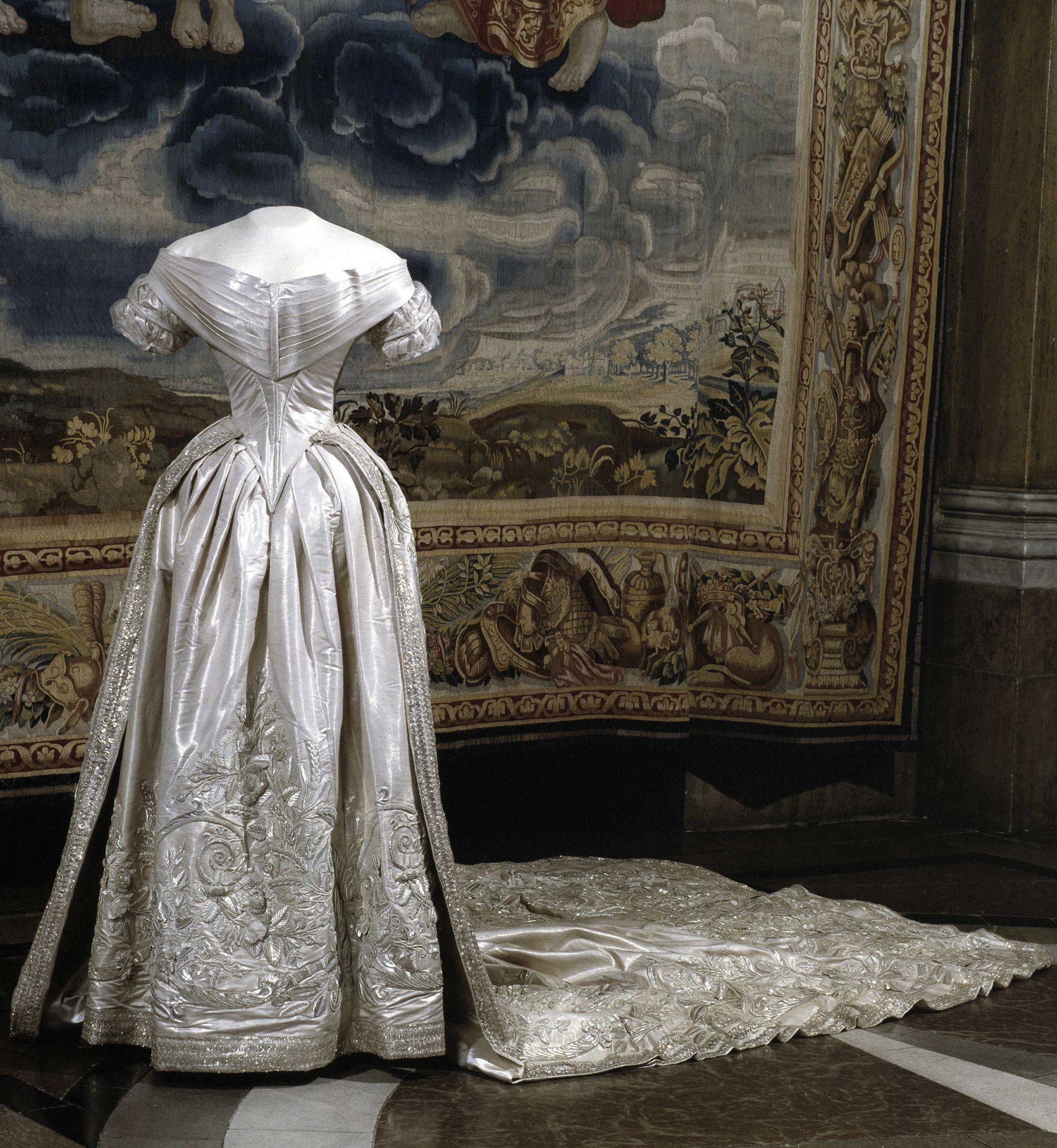 wedding dress (bodice, skirt, train) of queen lovisa of