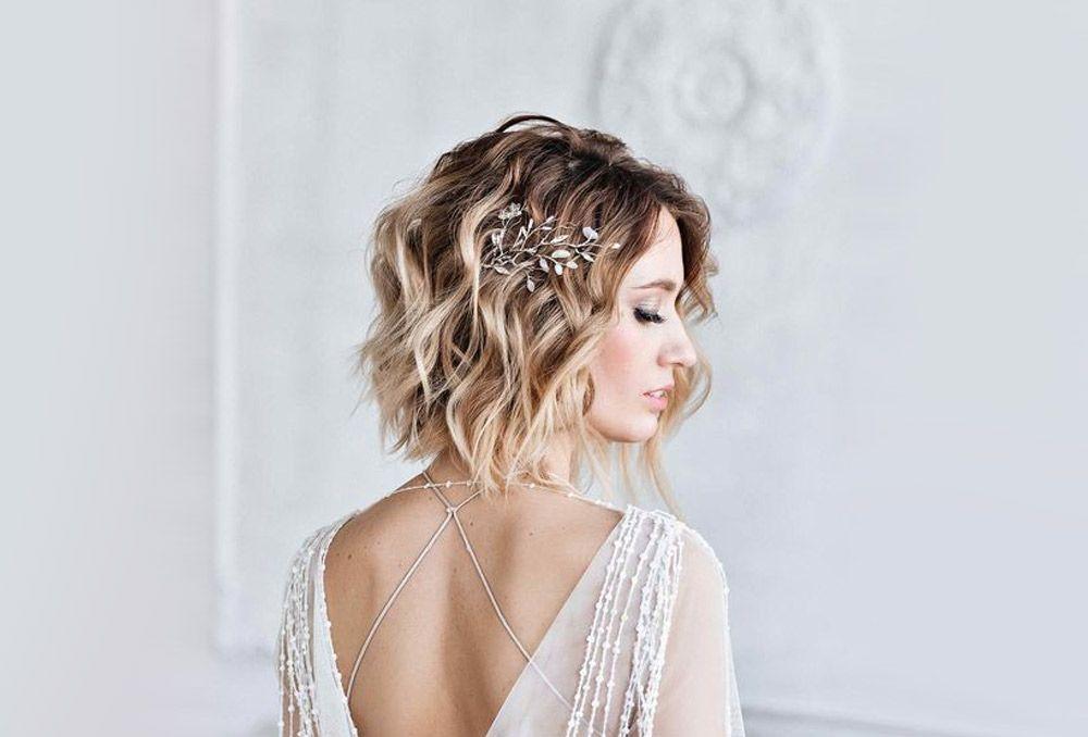 تسريحات شعر قصير ويفي لعروس 2020 بتوقيت بيروت اخبار لبنان و العالم Short Wedding Hair Wedding Hair Clips Wedding Hair Pins