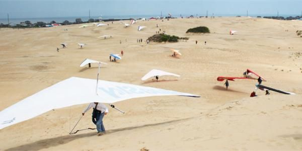 40th Annual Hang Gliding Spectacular At Jockey S Ridge State Park Vacation Activities State Parks Hang Gliding