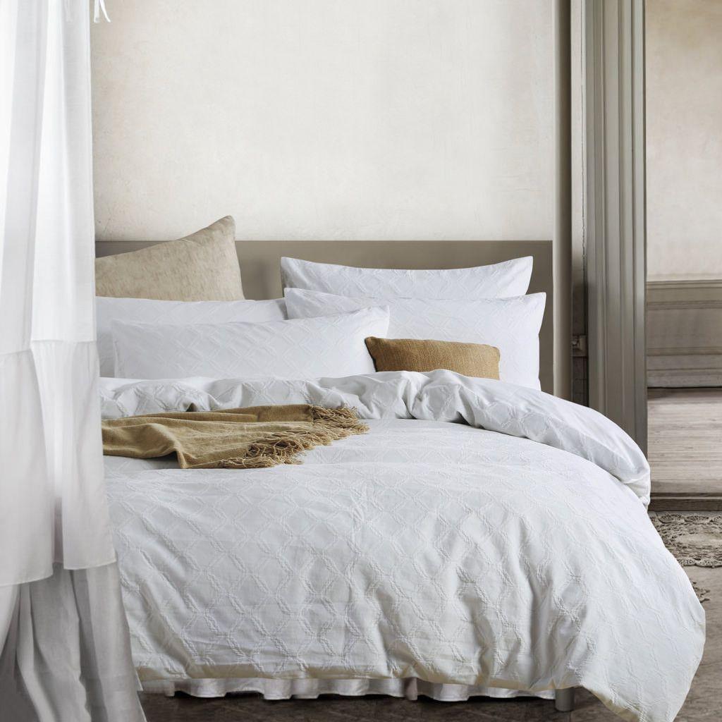 This duvet cover are white ! Duvet cover sets, Duvet