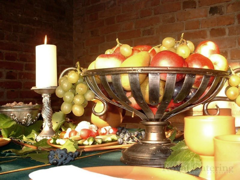 Medieval Feast Table Setting Inspiration | Historical food ...