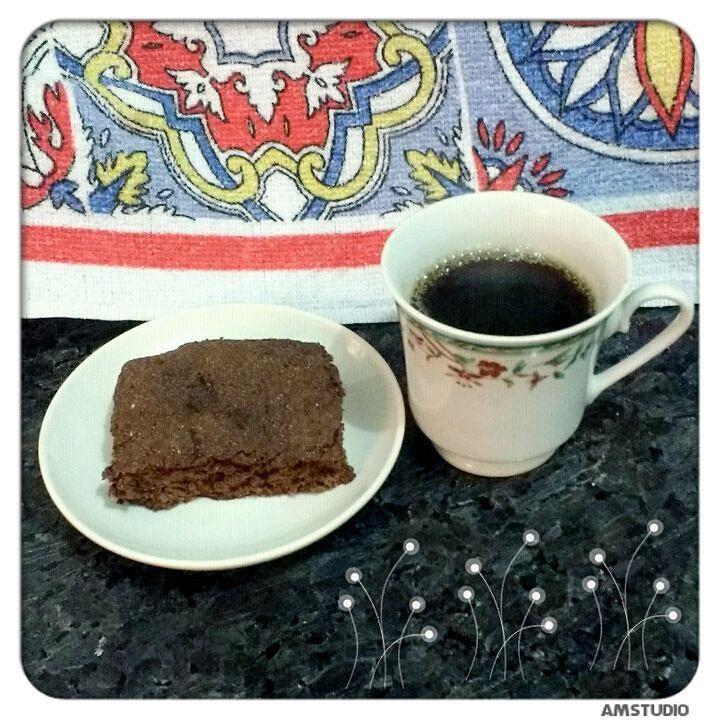 Dia 55 - brownie Dukan e café com adoçante... #receita : 1CS de maizena 3CS de leite em pó desnatado 2 CS de cacau em pó ( eu usei achocolatado Gold) 2 CS de adoçante culinário 1 CC de fermento em pó quimico 4 CS de leite desnatado liquido Misture todos os ingredientes secos... Em seguida o leite líquido... Leve ao microondas por 1:10 min. #receitasdukan #fit #fitness #lowcarb by pollianaribeiro07
