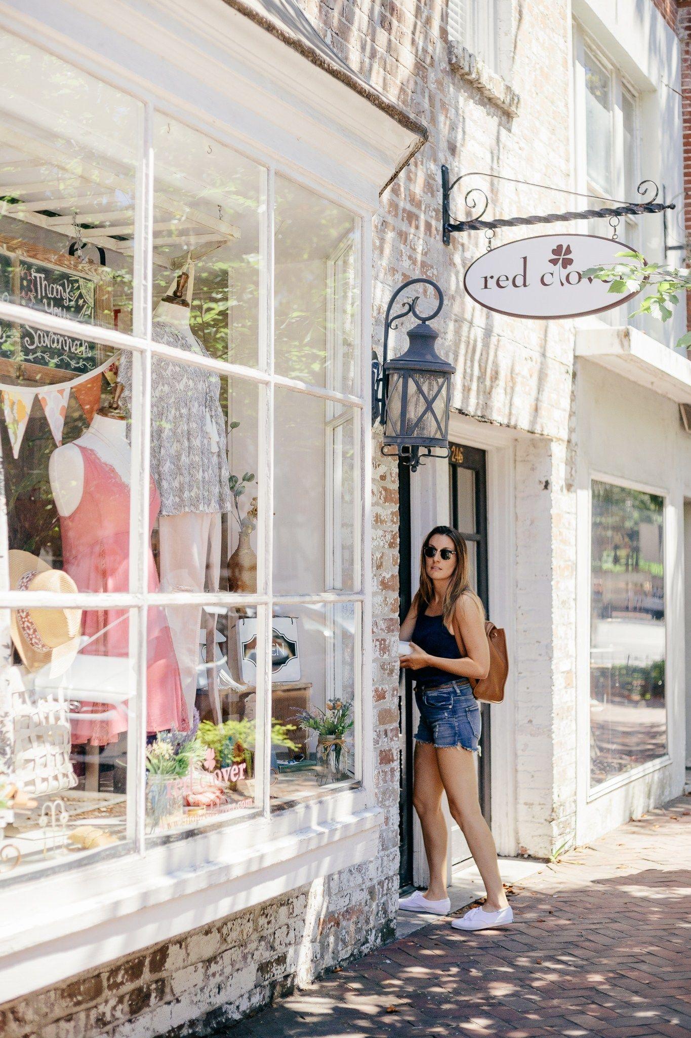 A Savannah Ga City Guide Where To Eat Shop Walk Sara Magnolia Savannah Chat Downtown Savannah Travel Savannah