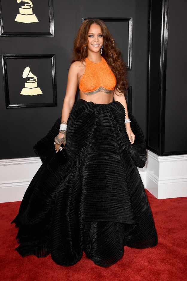 All The Red Carpet Looks At The 2017 Grammy Awards Rihanna Red Carpet Rihanna Outfits Rihanna Red Carpet Dresses