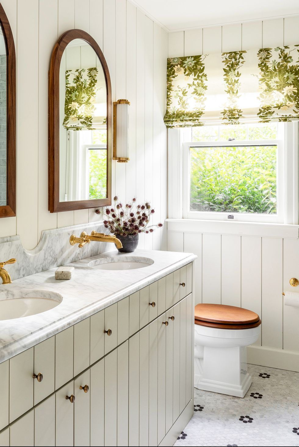 20 Farmhouse Bathrooms That Evoke Simpler Times