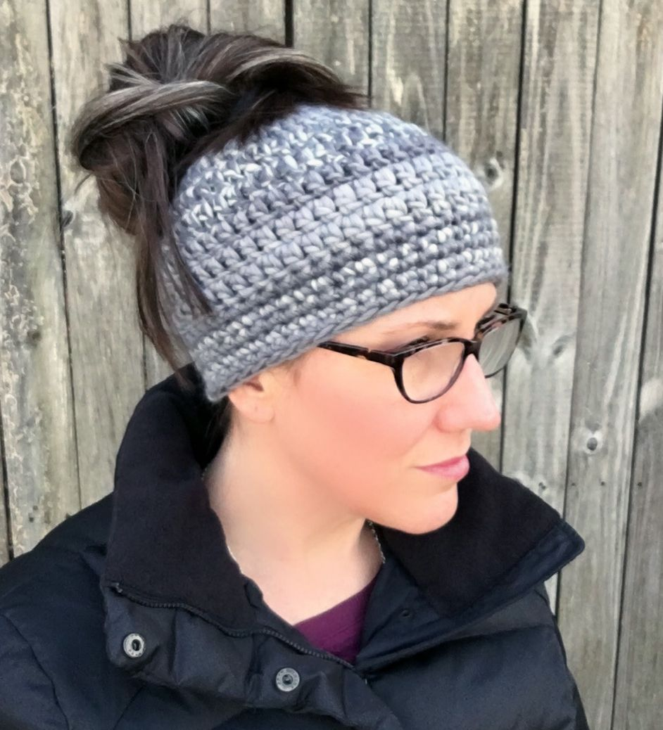23 Free Messy Bun Hat Crochet Patterns - Make a Ponytail Beanie | Häkeln