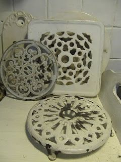 Enamelware trivets, want these!