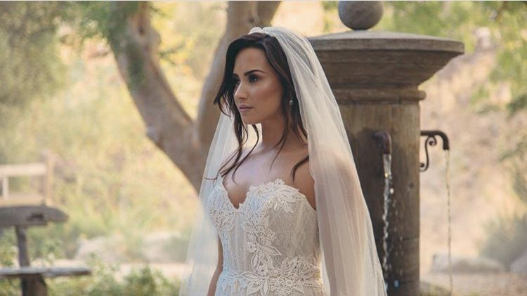 Demi Lovato Giving A Sneak Peek Of The Tell Me You Love Me Music Vid Pic On Insta Demi Lovato Wedding Dresses Demi