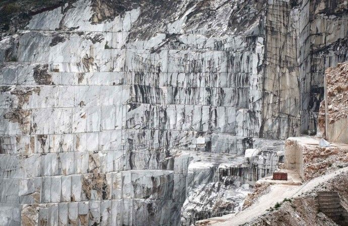 Wall of marble  Carrara marble quarry | patterns