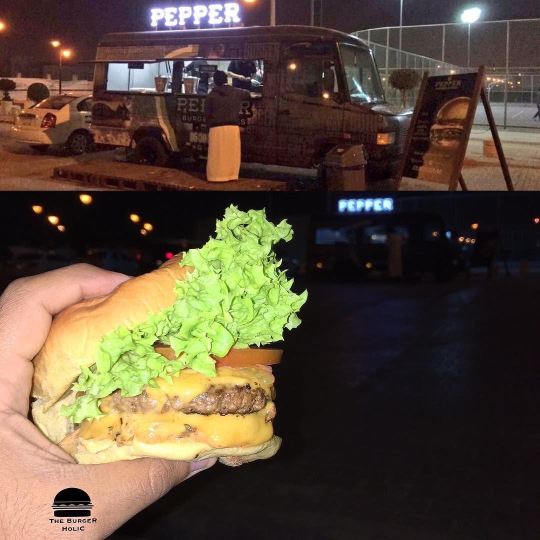 The Burger Holic On Instagram من الرياض پيپر برجر فوود ترك Pepper Burger شاحنة طعام متنقلة ومتخصصة في تحضير البر Burger Restaurant Instagram Posts