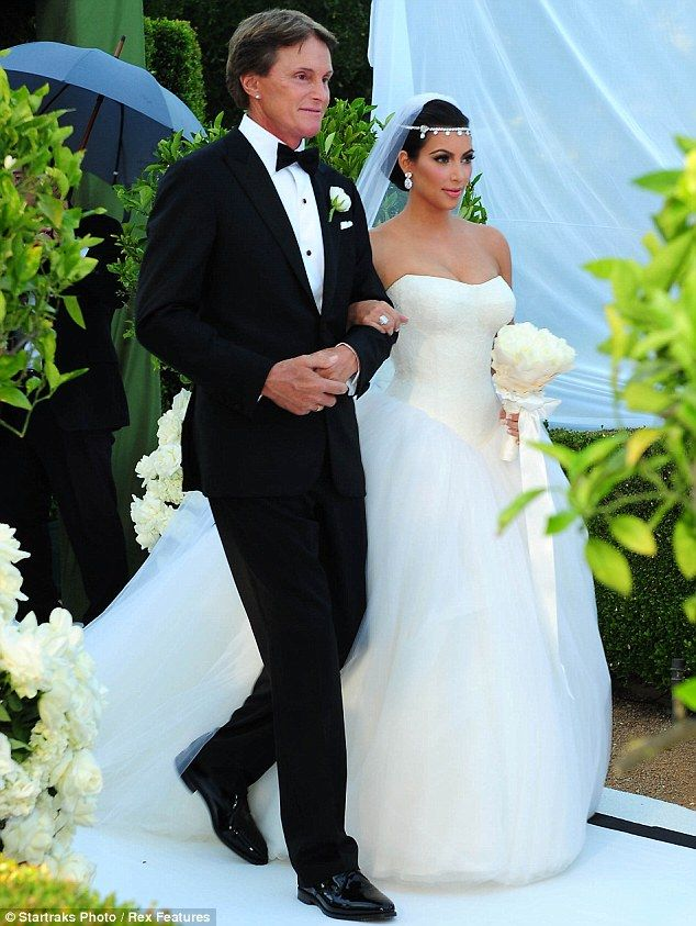 Kim Kardashian And Kris Humphries Wedding Photos Inside The Fairytail Ceremony Mail Onlin Kardashian Wedding Celebrity Wedding Dresses Fancy Wedding Dresses