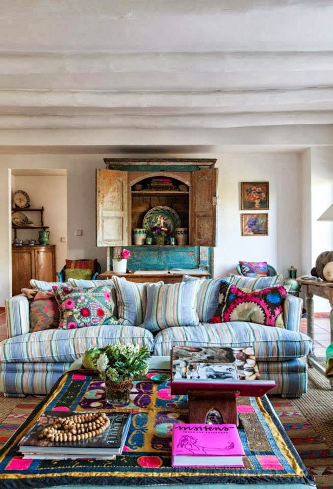 Adding visual interest to a sofa boho decor hippie for Living room ideas hippie