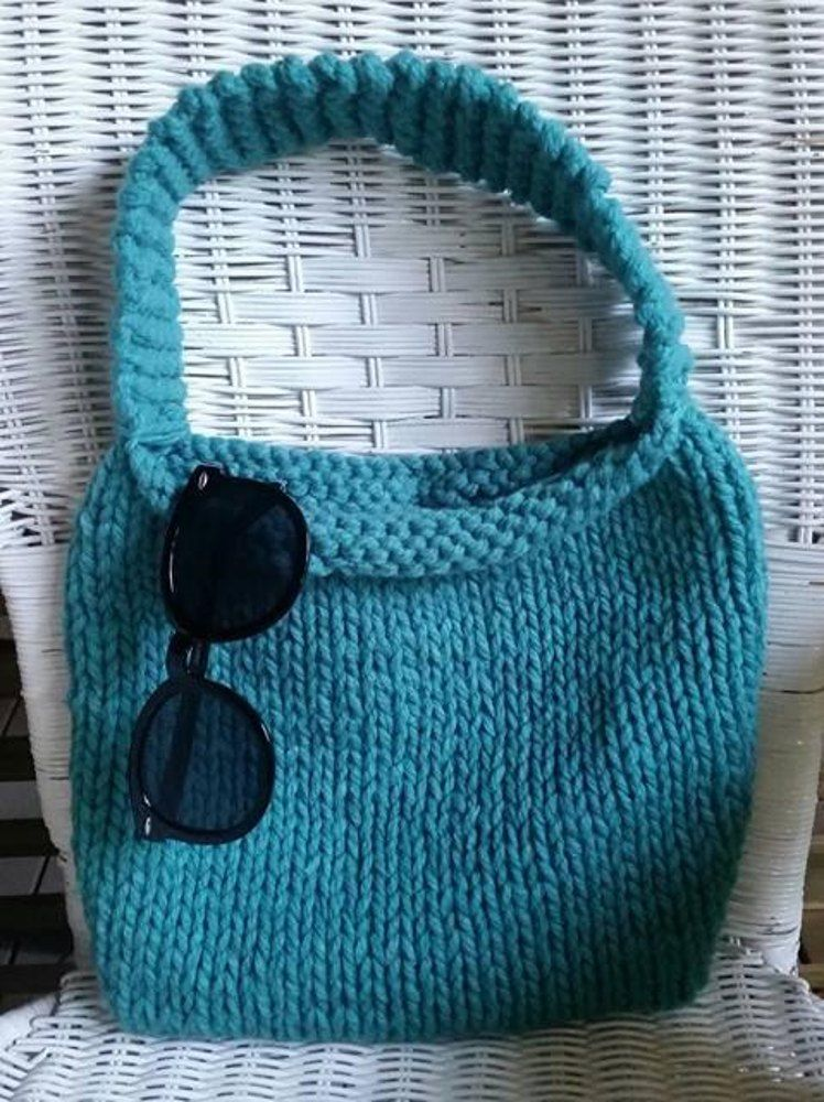 This cute knitted bag is perfect for all occasions! I wanted to make ...