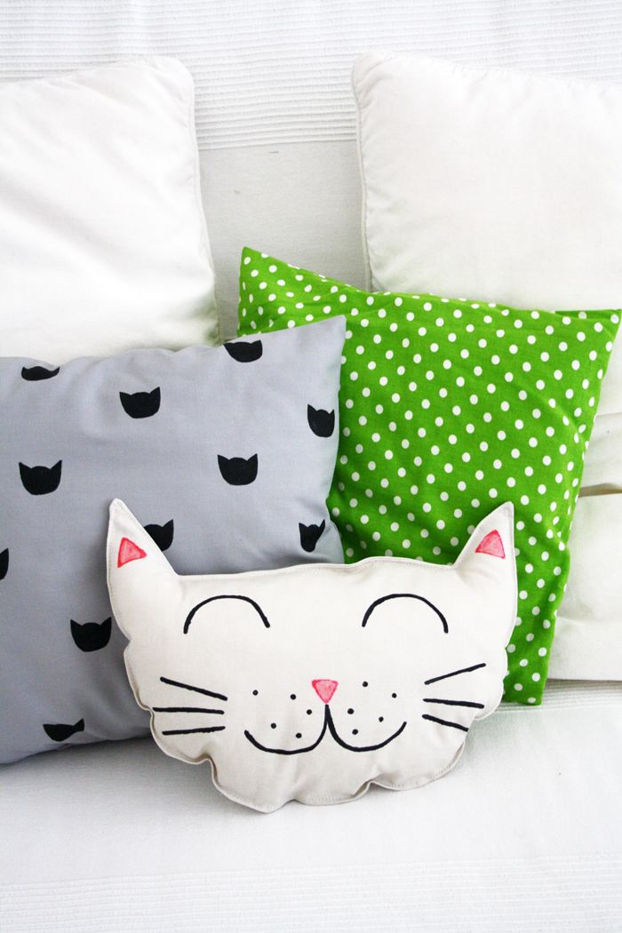 Luloveshandmade: DIY: Kitty Cat Pillow Set (Sewing and Printing Project)