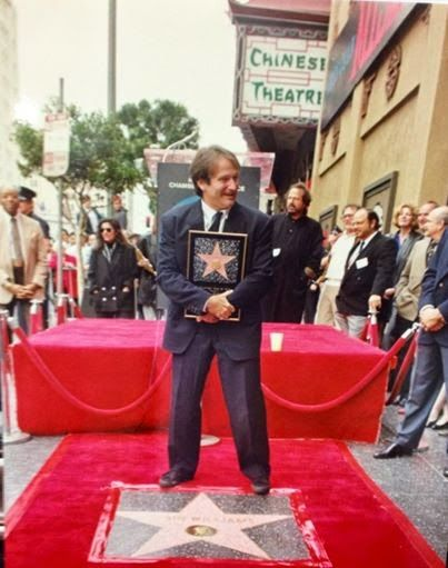 403×511) Robin Williams Hollywood Walk Of Fame Star. Very Well Deserved in  my Book. | Robin williams, Robin, Hollywood walk of fame star