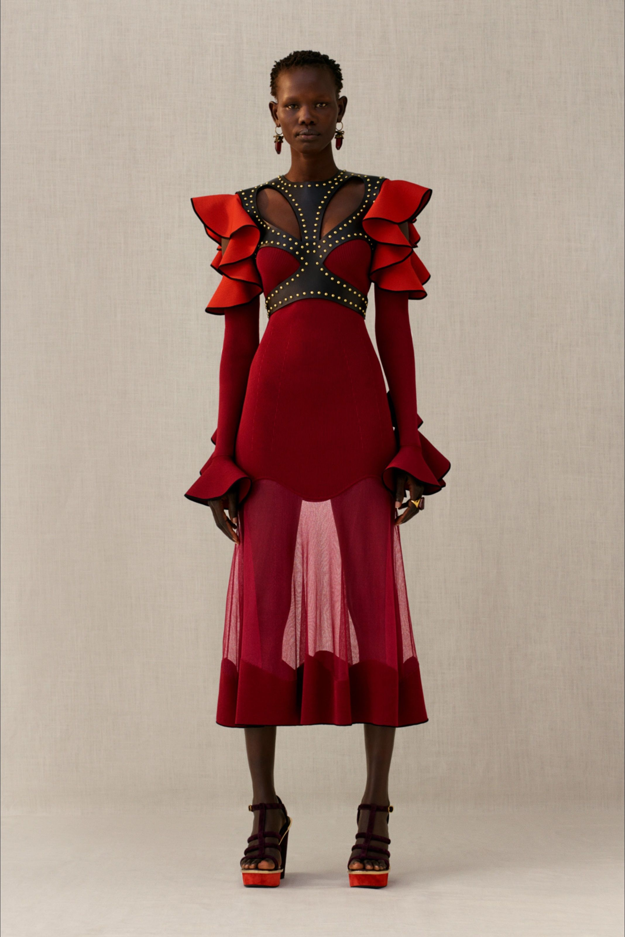 9a565cd4fc Sfilata Alexander McQueen New York - Pre-Collezioni Autunno-Inverno 2018-19  - Vogue