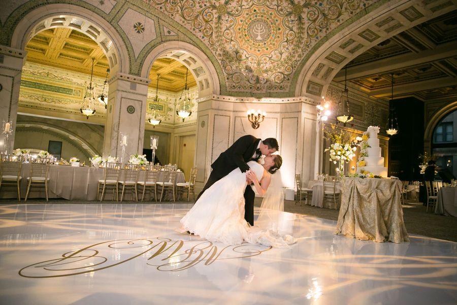 Classic City Wedding At Chicago Cultural Center Chicago Cultural Center Wedding City Wedding Chicago Wedding Venues