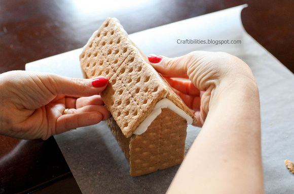 GINGERBREAD graham cracker house and royal icing RECIPE & TUTORIAL! - DIY