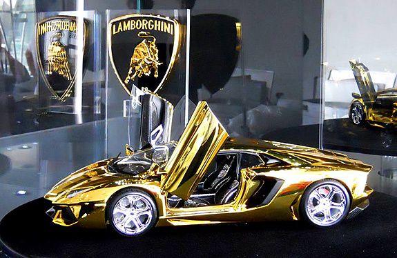 7 5m Scale Model Of Lamborghini Aventador Is Fashioned From A Half Ton Block Of Gold And Encrusted With 700 Diamonds Car Car In The World Lamborghini Supercar
