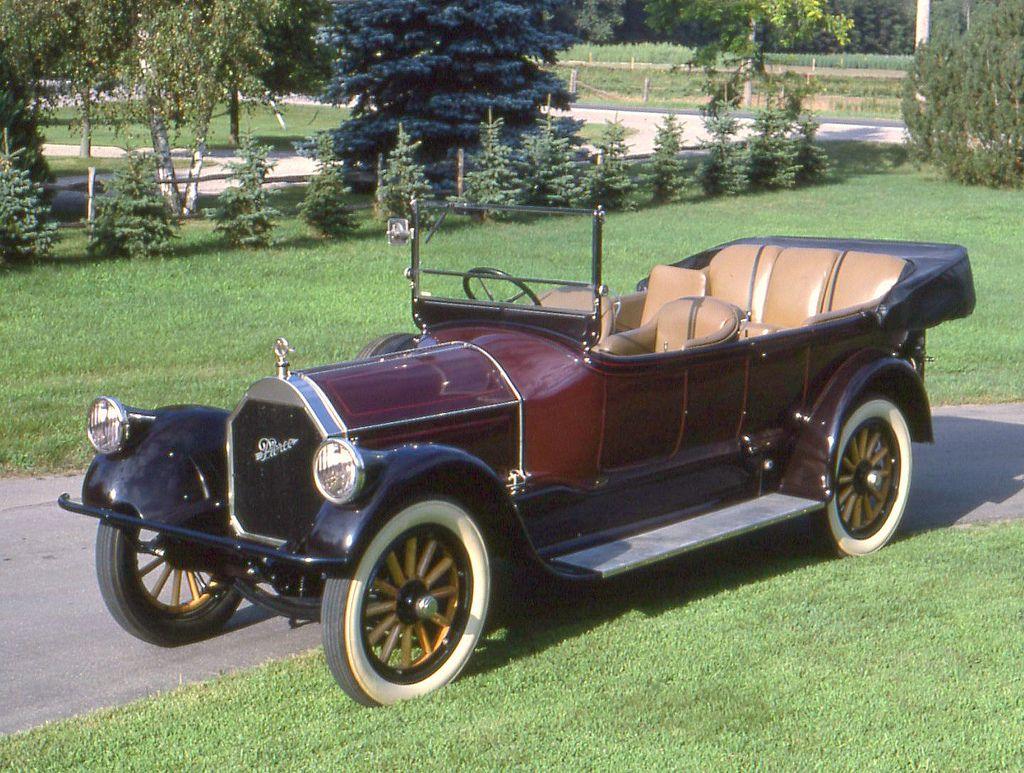 1920 Pierce Arrow model 31 - 7 Passenger Touring - (Pierce-Arrow Motor Car Company Buffalo, New York 1901-1938)