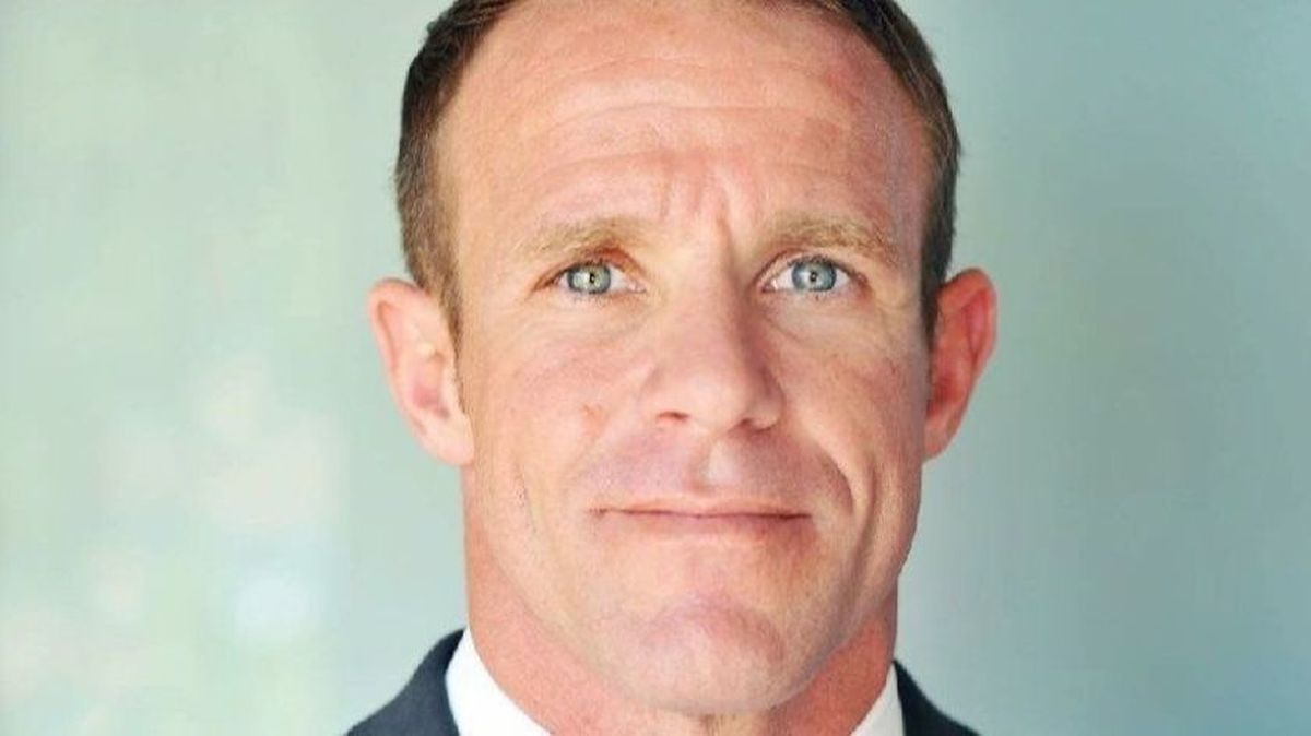 Trump Steps In On Behalf Of Navy Seal Charged With War Crimes War Crime Navy Seals Naval Special Warfare