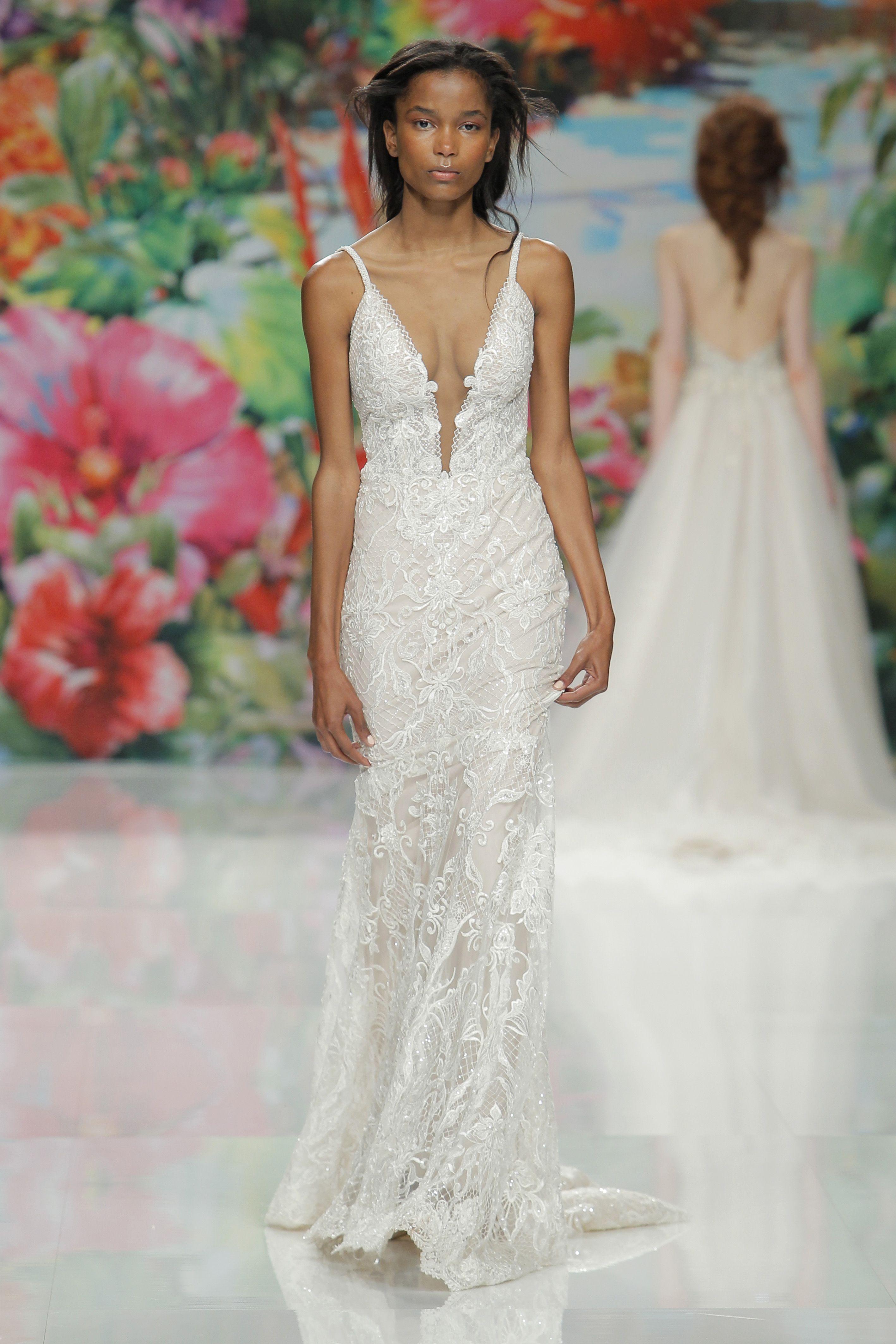 Barcelone Bridal Fashion Week Haute Couture Galia Lahav Dresses Visit Us At Www Gal Wedding Dresses For Tall Women Gahlia Lahav Wedding Dress Wedding Dresses