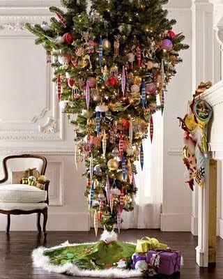 Sapin de Noël suspendu..   Arbres de noël uniques, Decoration noel