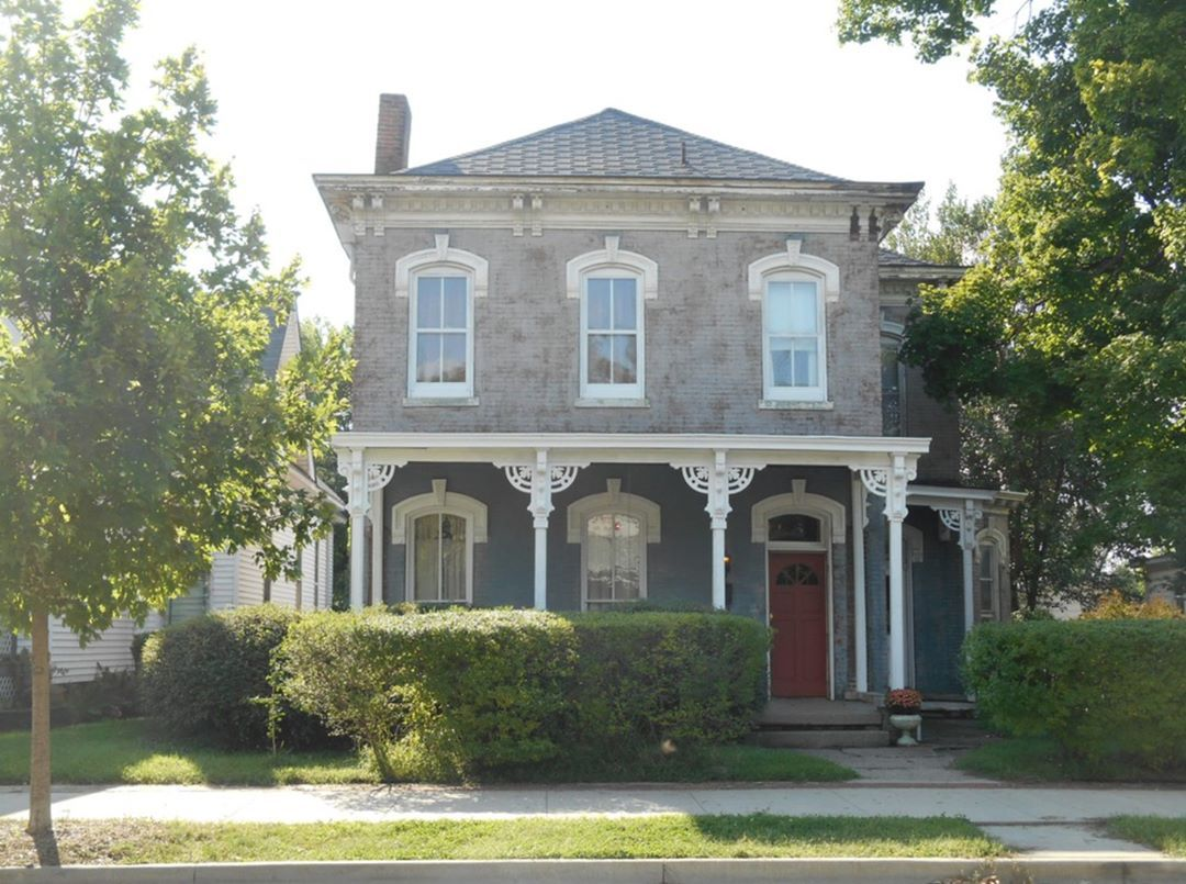 178 Likes 5 Comments Old House Hunting Oldhousehunting On Instagram 1858 Italianate 1201 S 4th Historic Homes For Sale Historic Homes House With Porch