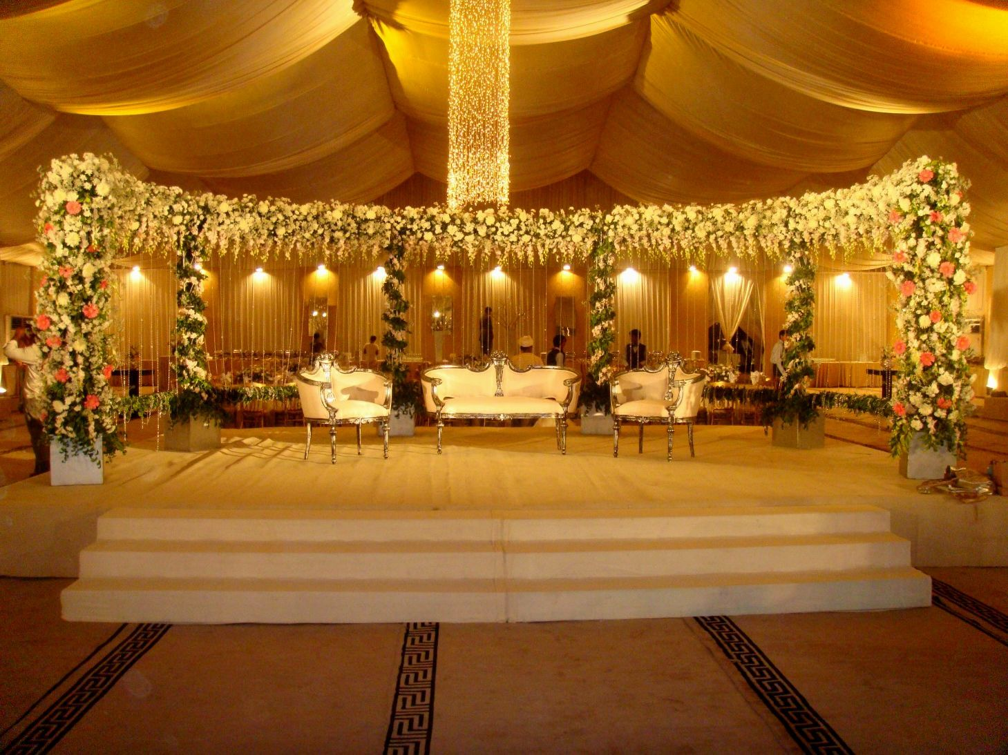 Wedding stage decoration with lights pakistani functions for Marriage decoration photos