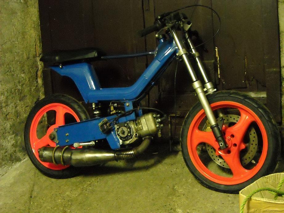 piaggio sì truccato col motore di un go kart. italian custom moped