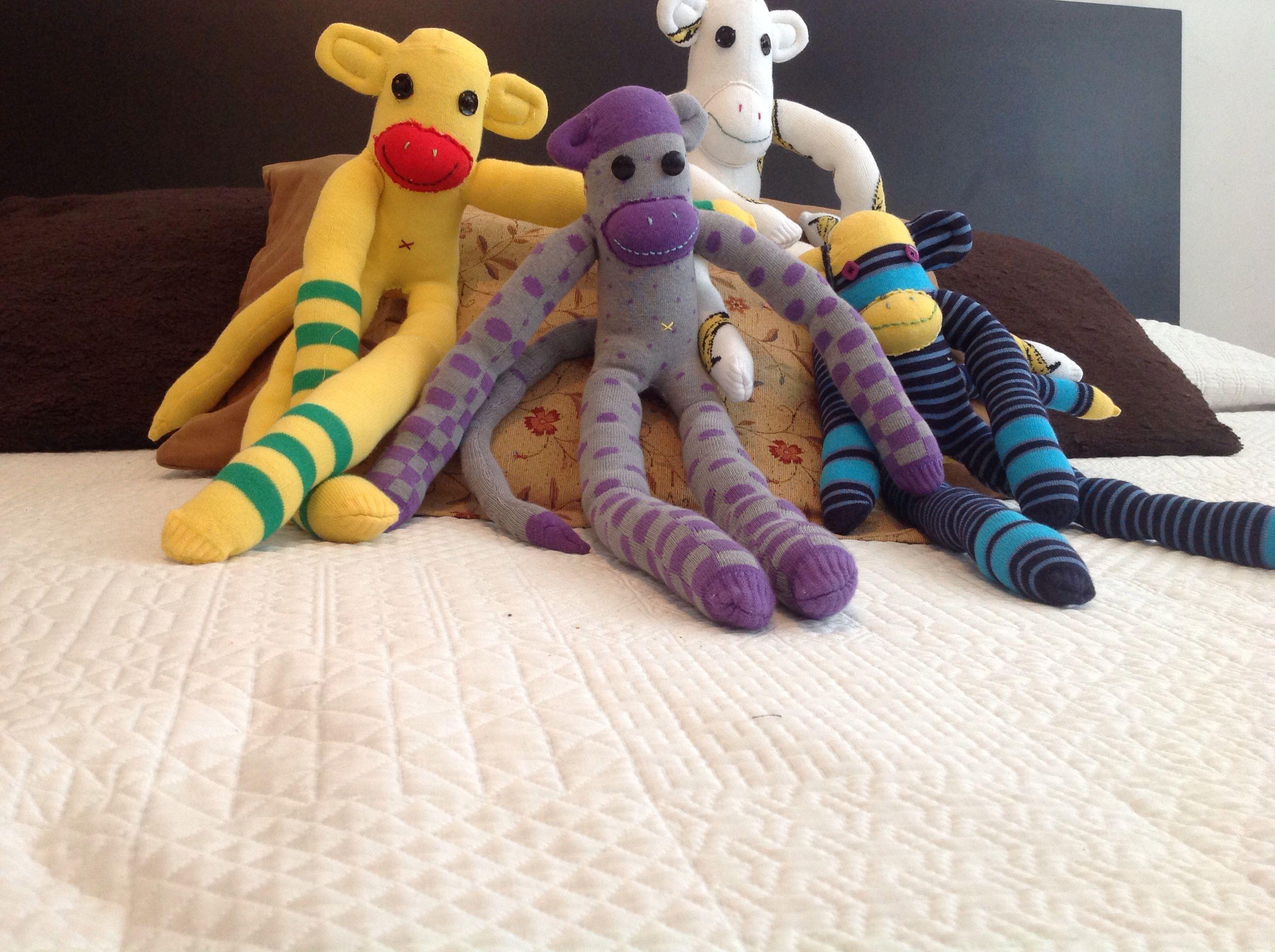Muñecos decorativos para niños, hechos con un par de calcetas!!!