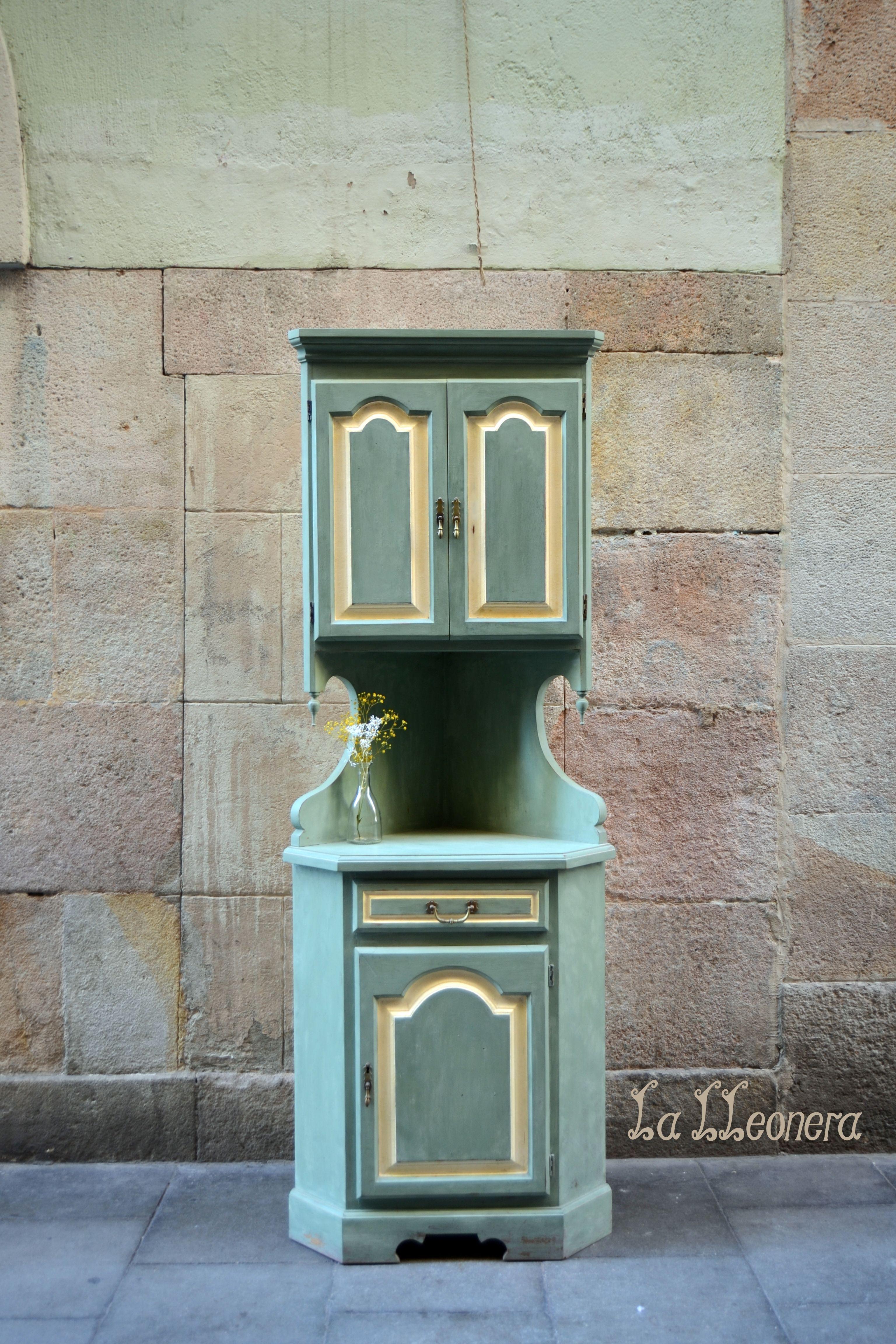 esquinero estilo provenzal antiguo en madera de haya maciza recuperado en la lleonera pintado