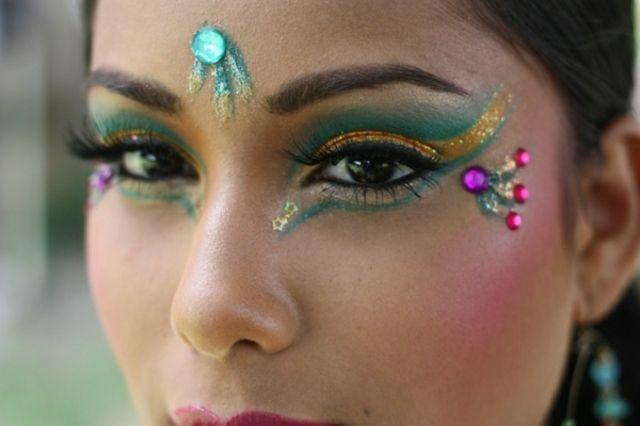 Orientalische Schminke Fasching Glitzersteine Gesicht Schminkidee