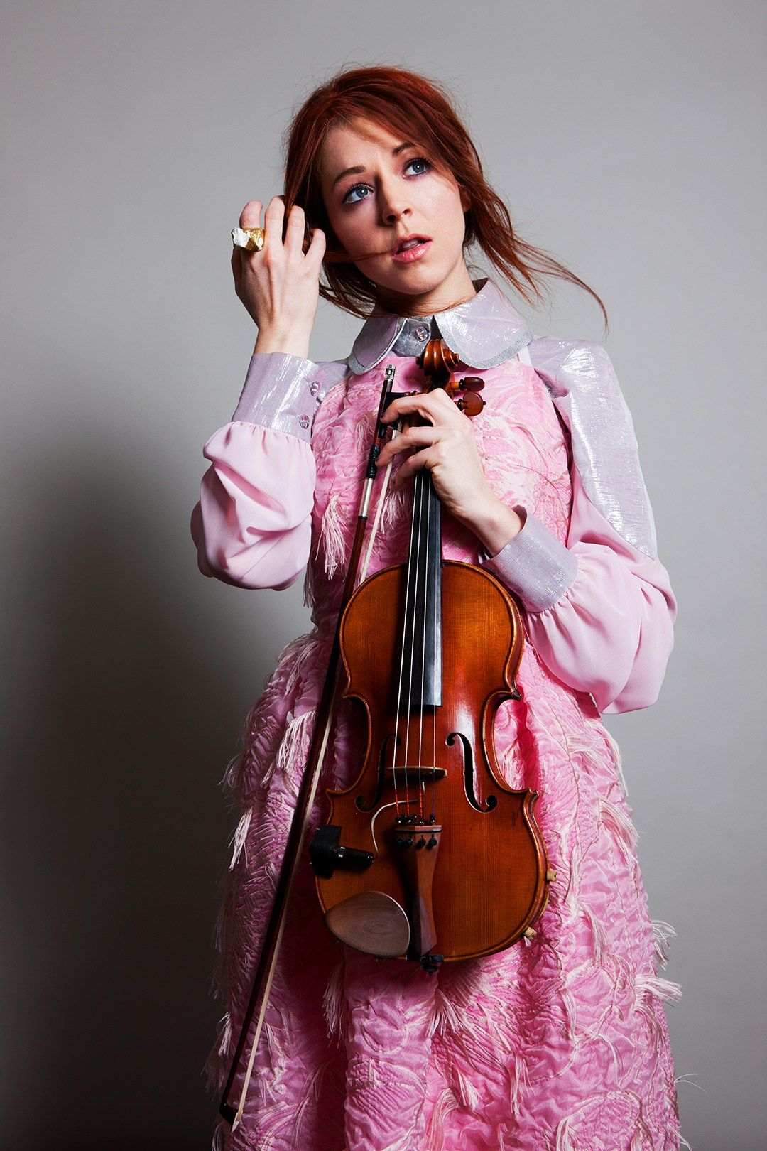 Meet Lindsey Stirling The Violinist Winning Our Hearts With Her Sonic Creations Linsey Stirling Artistas Musicales Lindsey Stirling