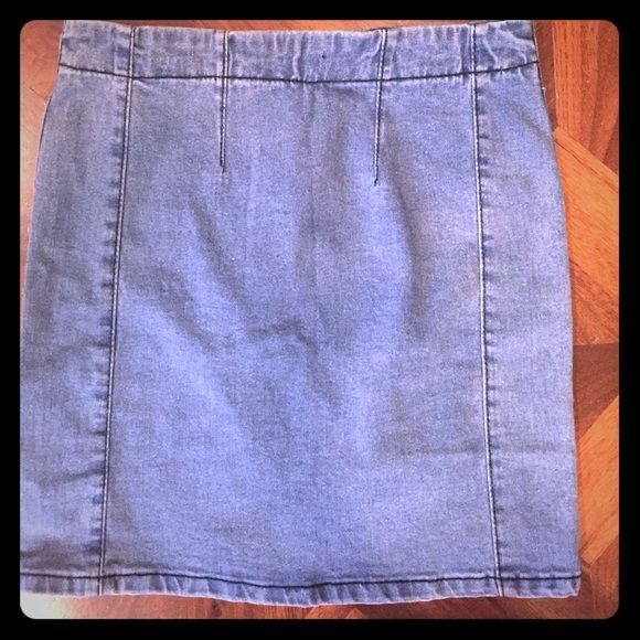 Brandy Melville Jean skirt Brandy Melville Skirt. 100% cotton. Small zipper in back. In good condition Brandy Melville Skirts Pencil