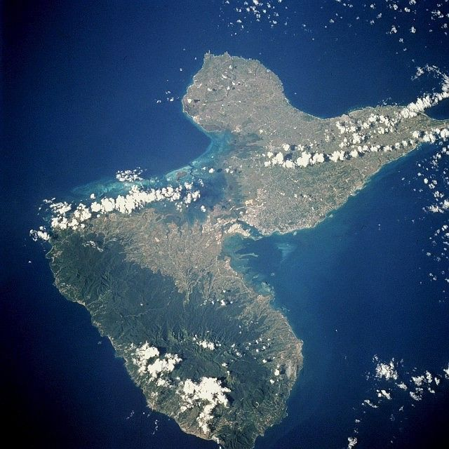 Vue satellite de la Guadeloupe avec Grande Terre (dernier plan