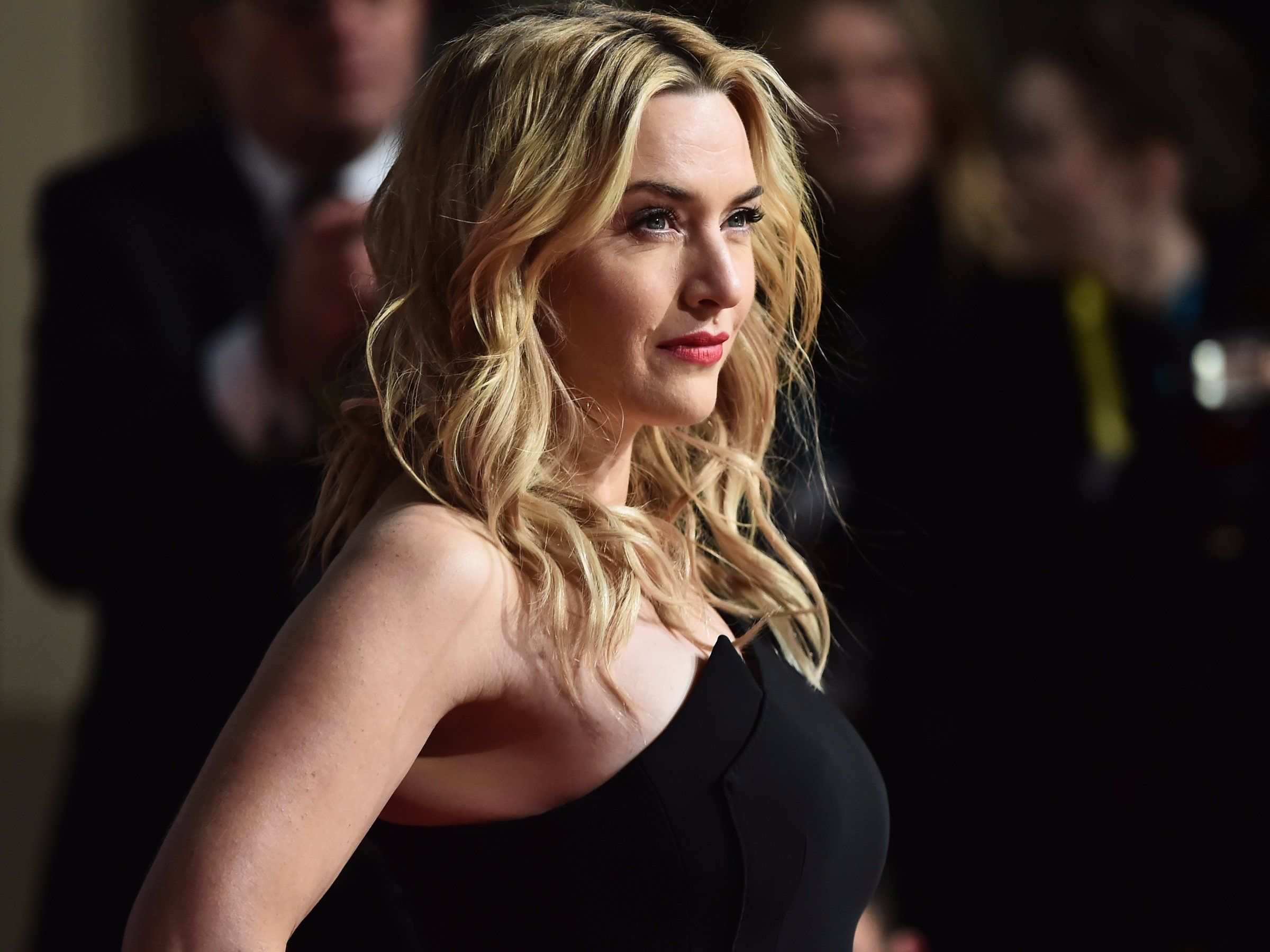 Kate Winslet finds it 'uncomfortable' when women present themselves in a  way that's 'designed to make people ...