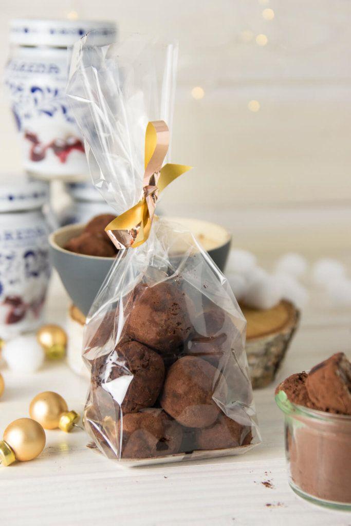 Geschenke aus der Küche - No bake Amarena Marzipan Pralinen Recipe - geschenke für die küche