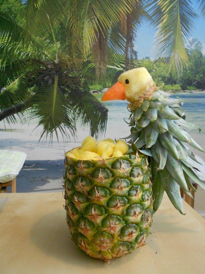 Mrhamiham heeft een papegaai huisje en papegaai samengesteld. Ingredienten zijn: Ananas Voor navel kunt u gebruik maken van wortel en voor oogjes kunt u gebruik maken van sesamzaadjes. Voor het film fragment verwijs ik u naar youtube film van mrhamiham77 onder het link van cooking show mrhamiham parrot