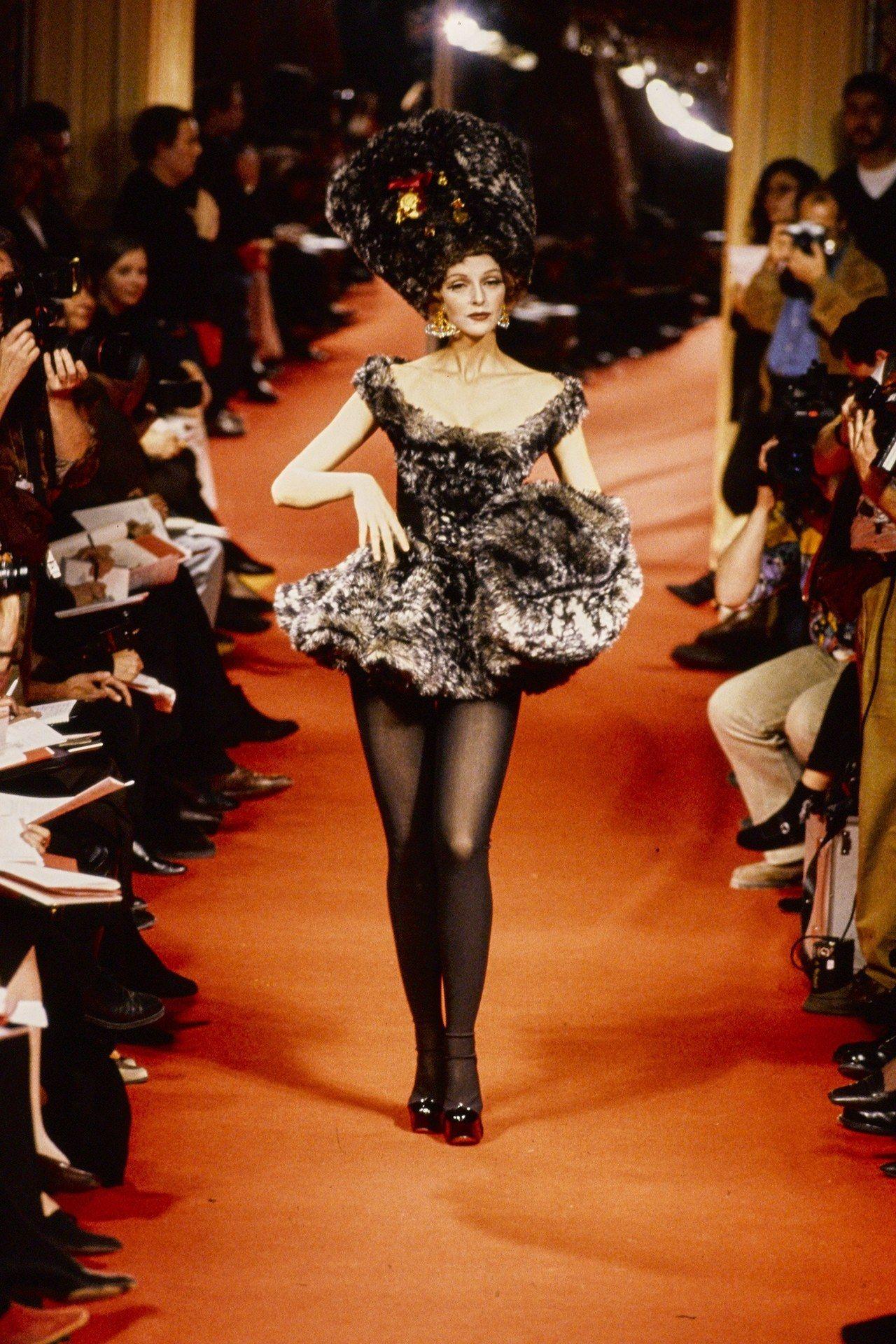 Simonetta Gianfelici at Vivienne Westwood F/W 1995 - #90s #Gianfelici #runway #Simonetta #Vivienne #Westwood