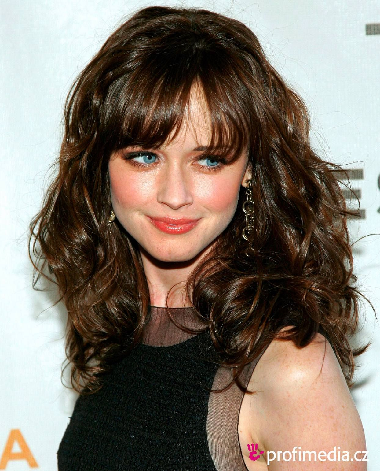 30 cute styles featuring curly hair with bangs | long curly