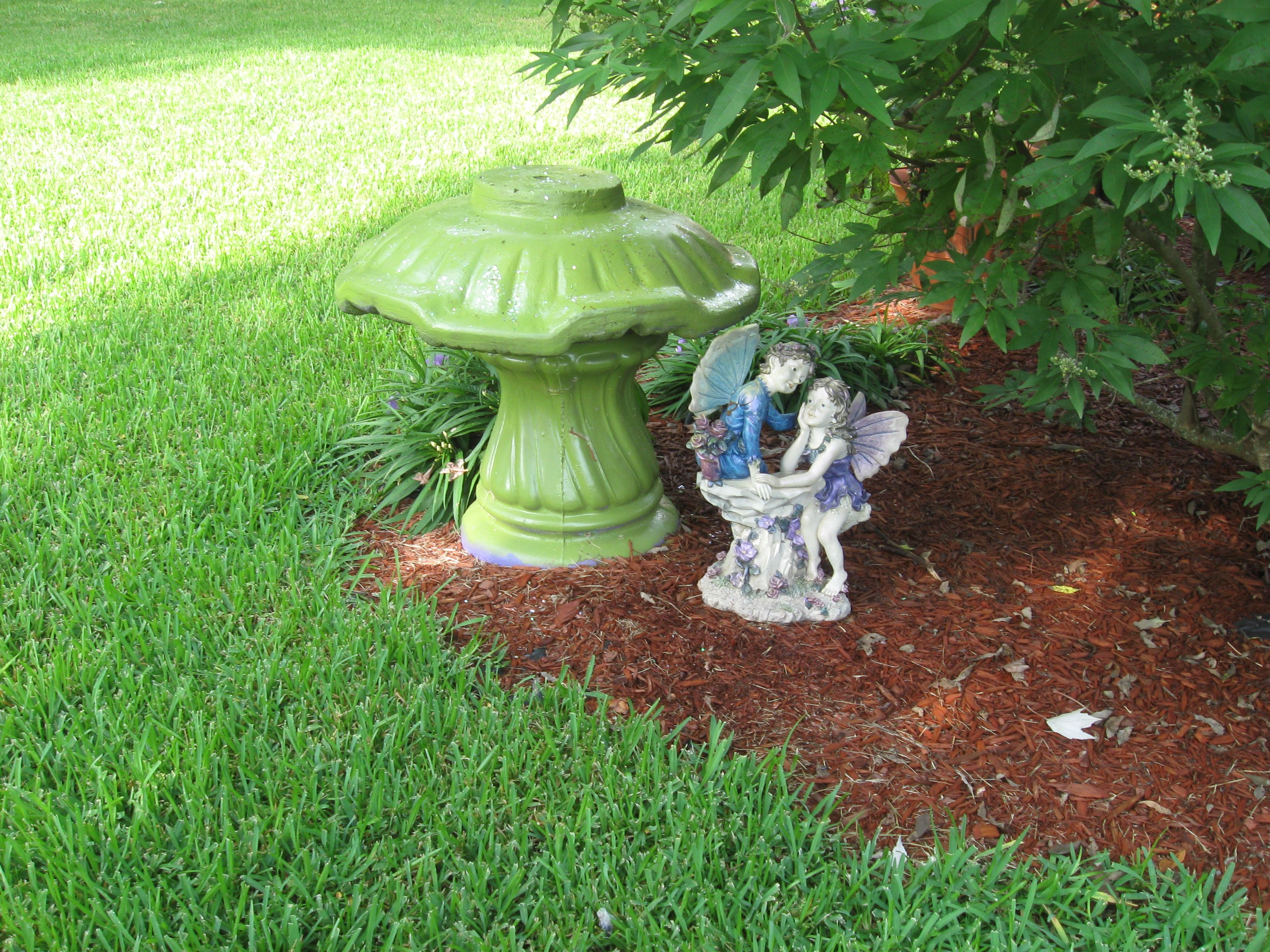 What To Do With An Old Concrete Bird Bath Make A Mushroom And Paint It Bird Bath Concrete Bird Bath Outdoor Crafts