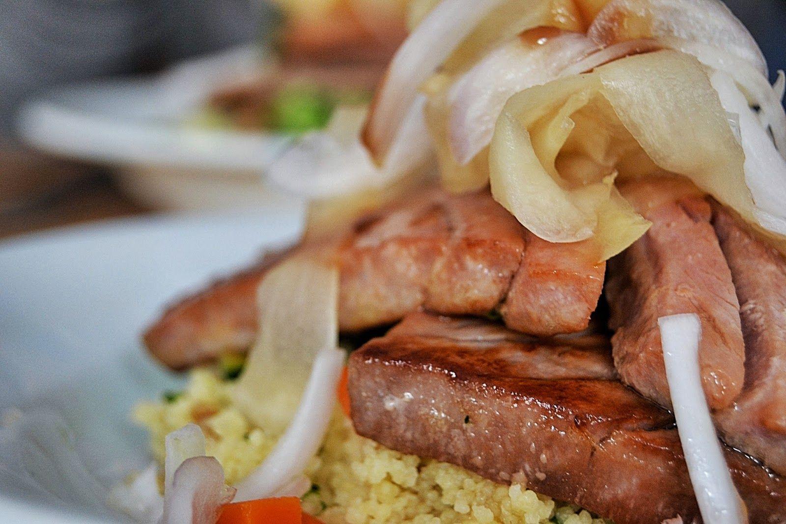 ATÚN ROJO CON CUSCÚS AL TOQUE ORIENTAL www.fogonesencasa.blogspot.com @Tu_Cocinas_