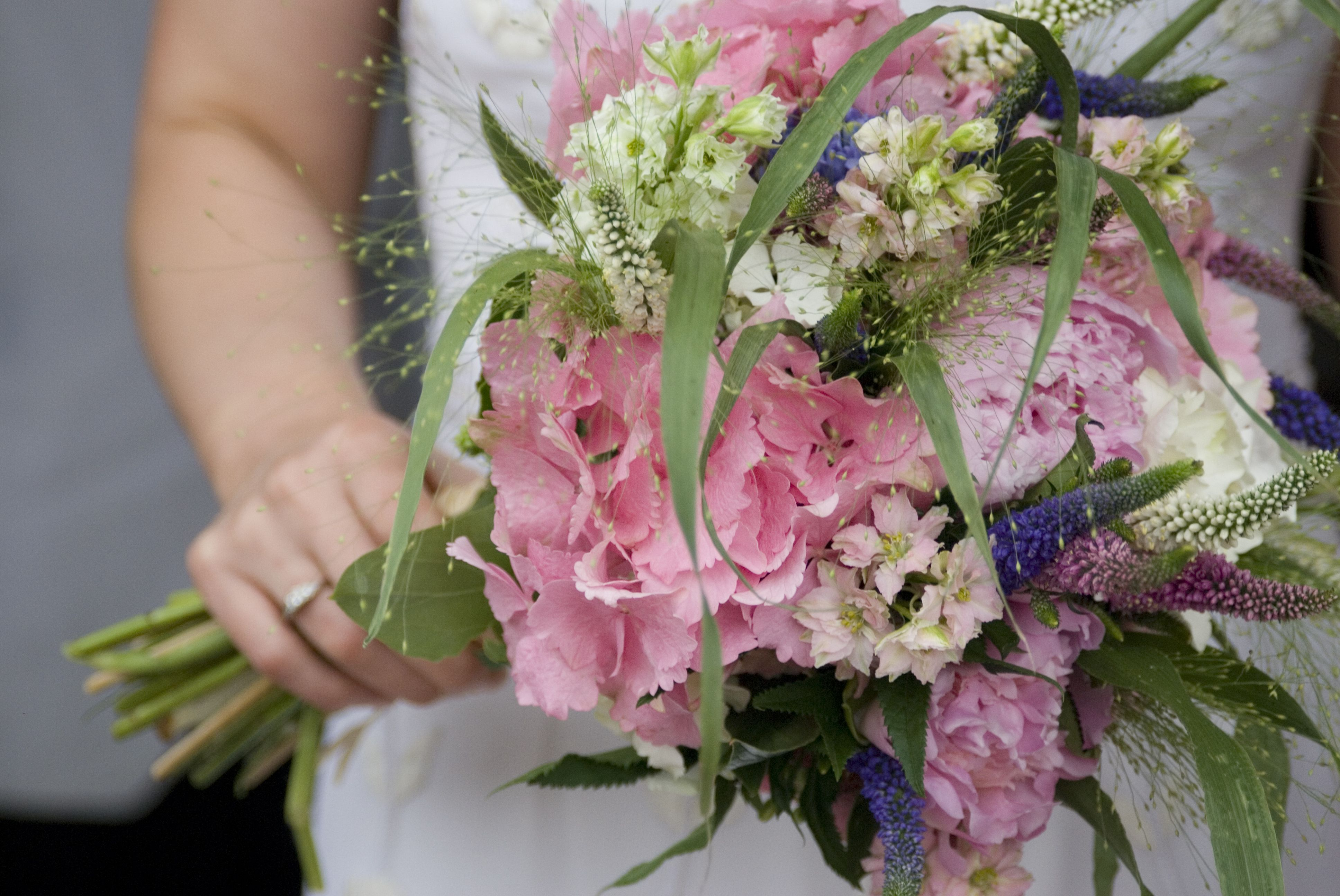 English country garden inspired bouquet- loose and informal | flower ...