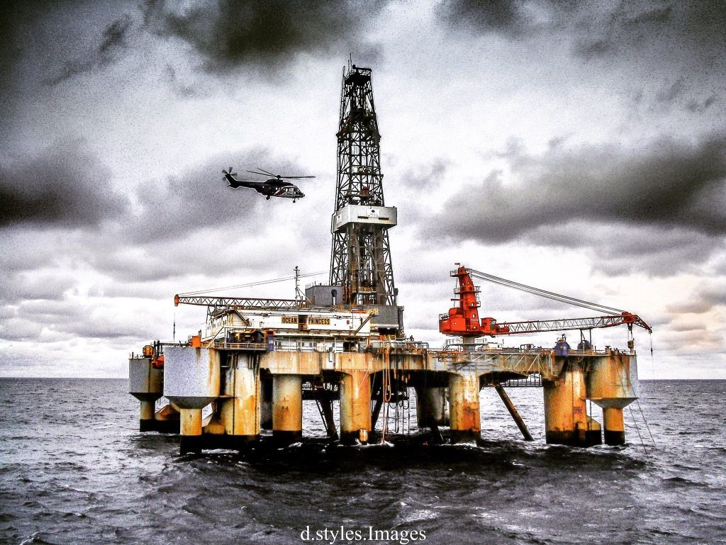 Drilling in the North Sea Uk sectorHelicopter coming in